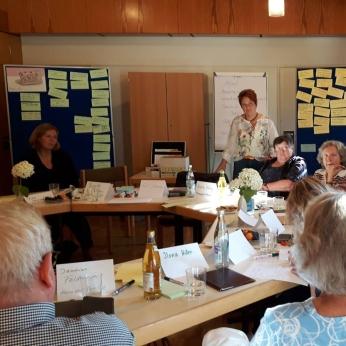 "Evi Lattermann, Projektkoordinatorin ""In guter Nachbarschaft"" mit Aktiven vom Mittelrain"