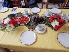 Einladend gedeckter Tisch