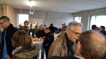Gäste beim Baustellenfest